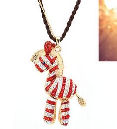 Argentina moda chapado en oro Rhinestone Hollow Out 3D Zebra Gym-horse Collar cadena larga negro rojo cheap zebra rhinestones Suministro