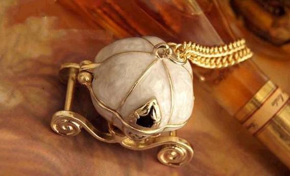 15st * Vintage Kürbis-Wagen-Medaillon-Halskette weiße Farbe kann offen