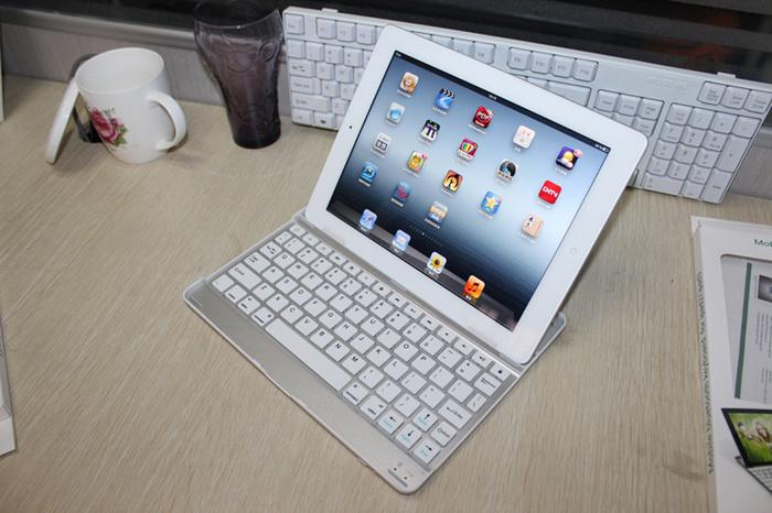 Slim Aluminum Alloy Bluetooth Wireless QWERTY Keyboard Case Cover Holder for New iPad 2 3 4 iPad3 9.7 Built-in Battery Retail Package Box
