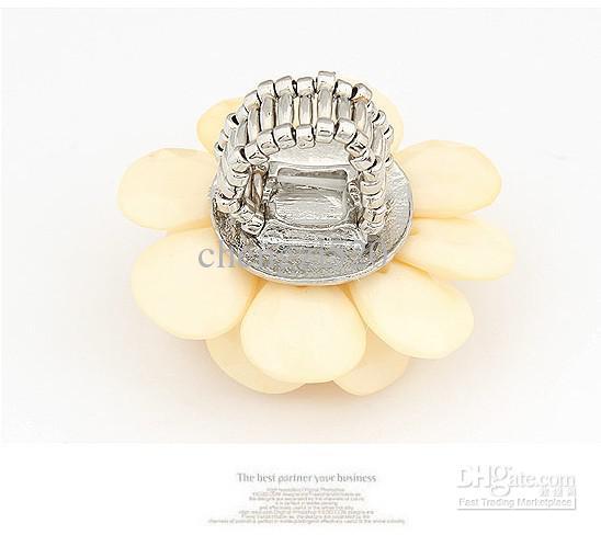 De crèmebloemblaadjes ringen camelias elastische ringen
