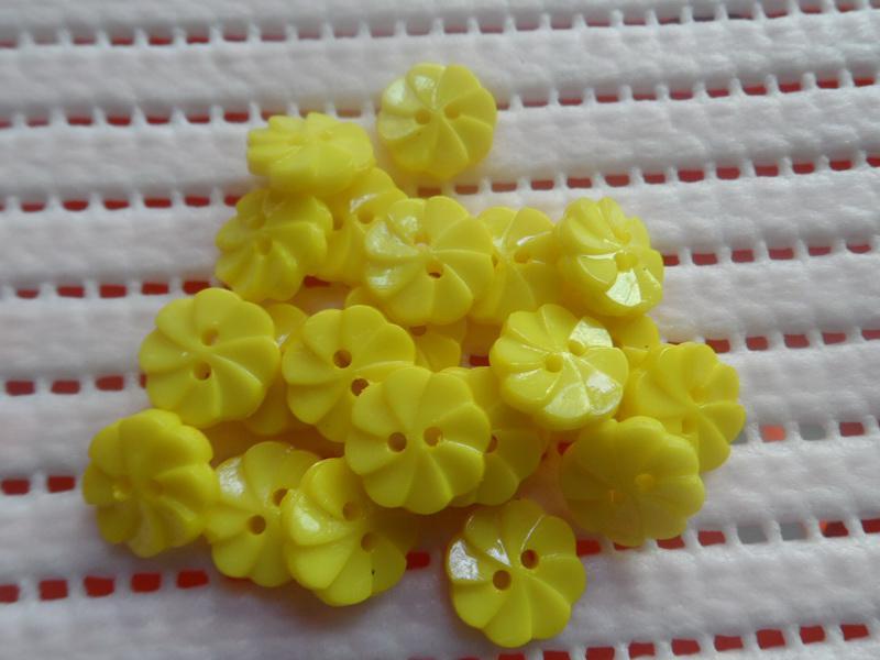 200x 14mm giallo Whirlpool fiore plastica Bottone bambino fai da te appliques bambola / cucito / album / cardmaking