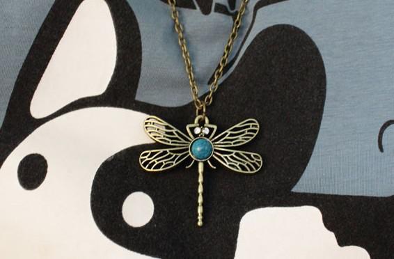 Legierungskristalllibelle der freien Halskette des Verschiffens 15pcs * hohle weibliche Strickjackekette der Halskette