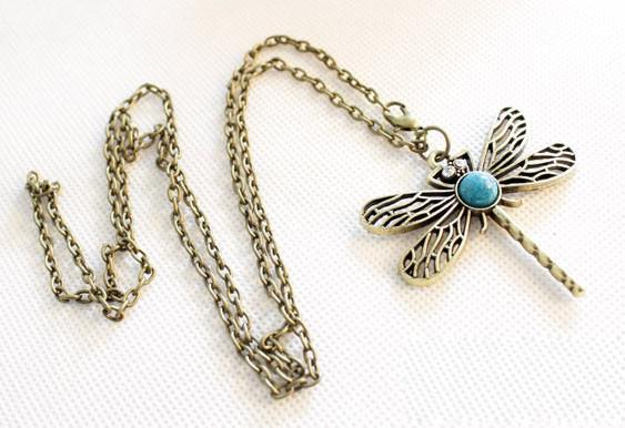 Gratis frakt 15st * retro legering kristall dragonfly ihålig halsband kvinnlig tröja kedja