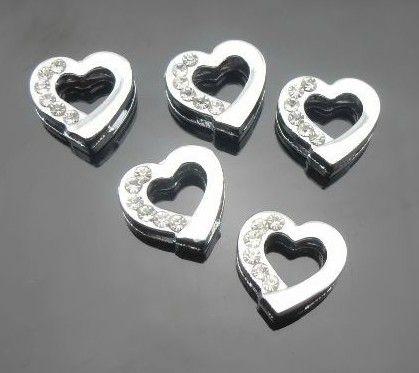 100 stks / partij 8mm halve steentjes zilveren hart glijden charmes fit voor 8mm DIY lederen polsband armband DIY sieraden bevindingen