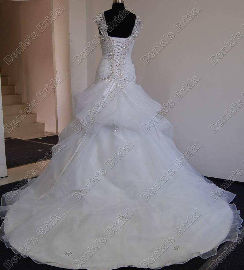 Un vestido de novia cariño con manga de casquillo con cuentas Apliques de encaje Capilla Tren Imágenes reales reales