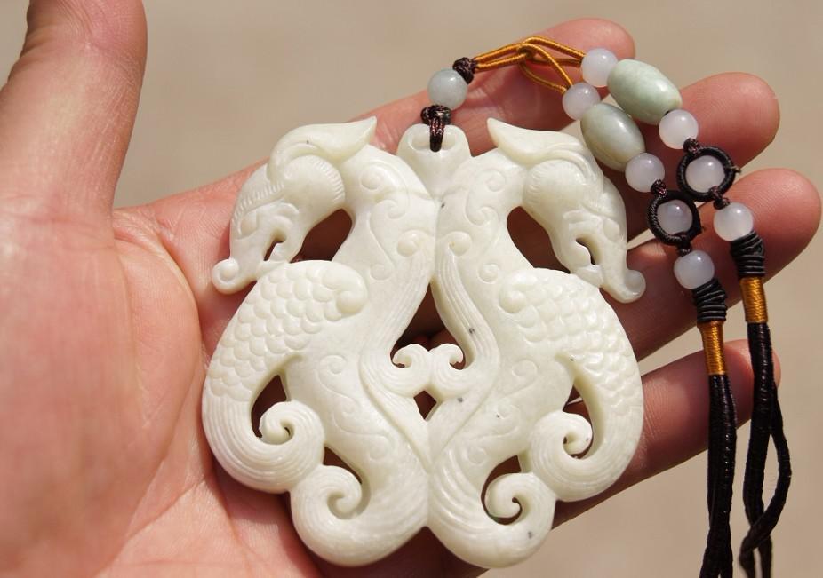 Amuleto tallado de doble cara de jade blanco natural, gancho retro Ssangyong. Colgante de gargantilla