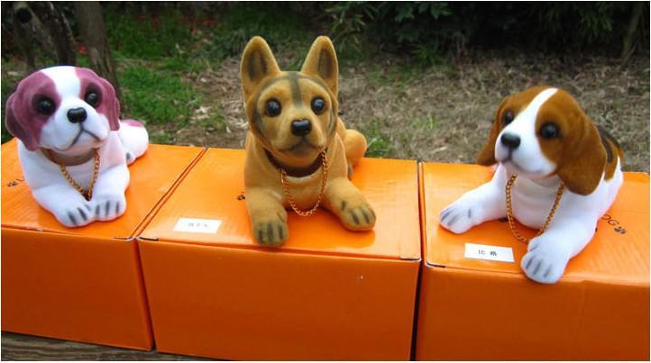 4ピース/ロット卸売ラブリーシェイクヘッド犬の子犬の家具の記事車のエンブレムカーアクセサリー