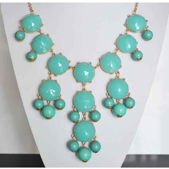 Moda diferente Color Nuevas Mujeres Joyería Bubble Bib Declaración Gold GP Necklace MILKY