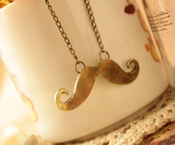 Bijoux de mode chaud mignon pendentif moustache rétro collier de cuivre / couleur noire en gros