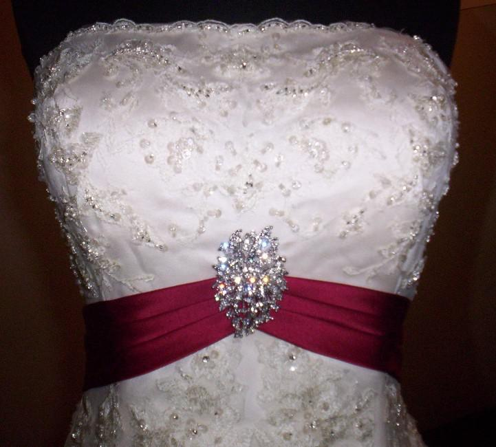 Brand New Sexy white/red rose strapless court train tulle and Satin ...
