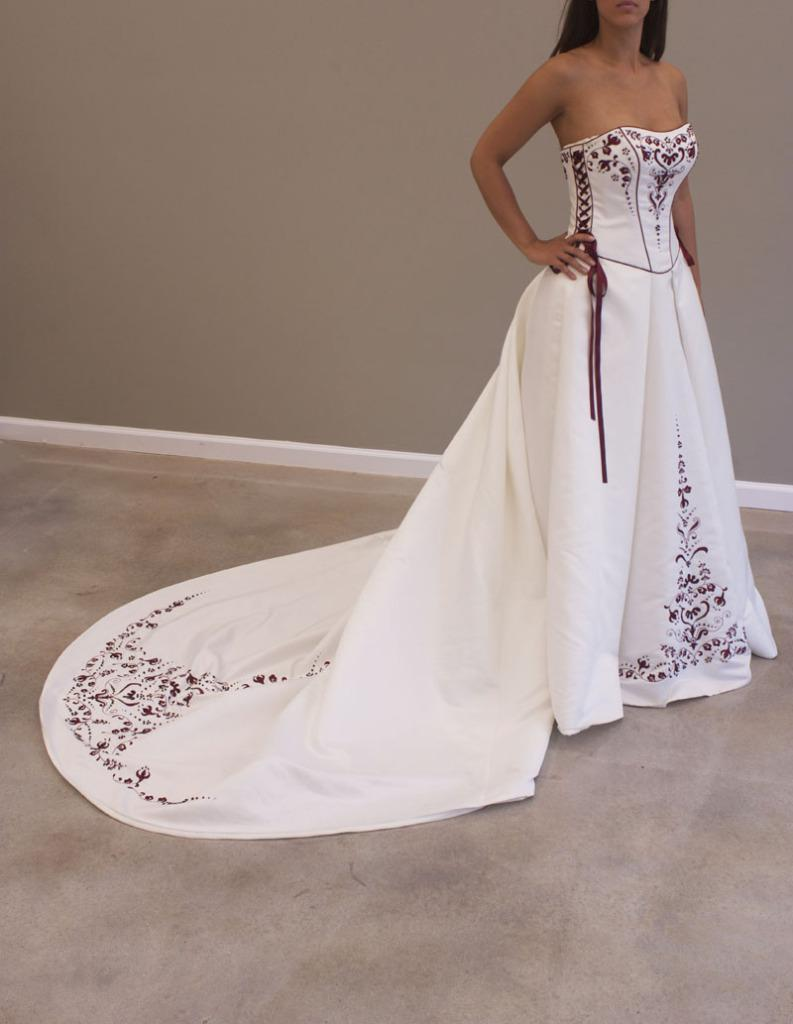 Sexy White Scoop Neckline Burgundy Embroidery Satin Lace Up Details Under Arm Bride Wedding Dresses 2020 From Goldmoonofeast 140 89 Dhgate Mobile,Black Dress To Wear To Wedding