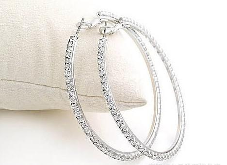 Las pendientes del aro de las esposas del baloncesto de la dama de Silvertone Big Circle con el Rhinestone cristalino cuelgan el pendiente