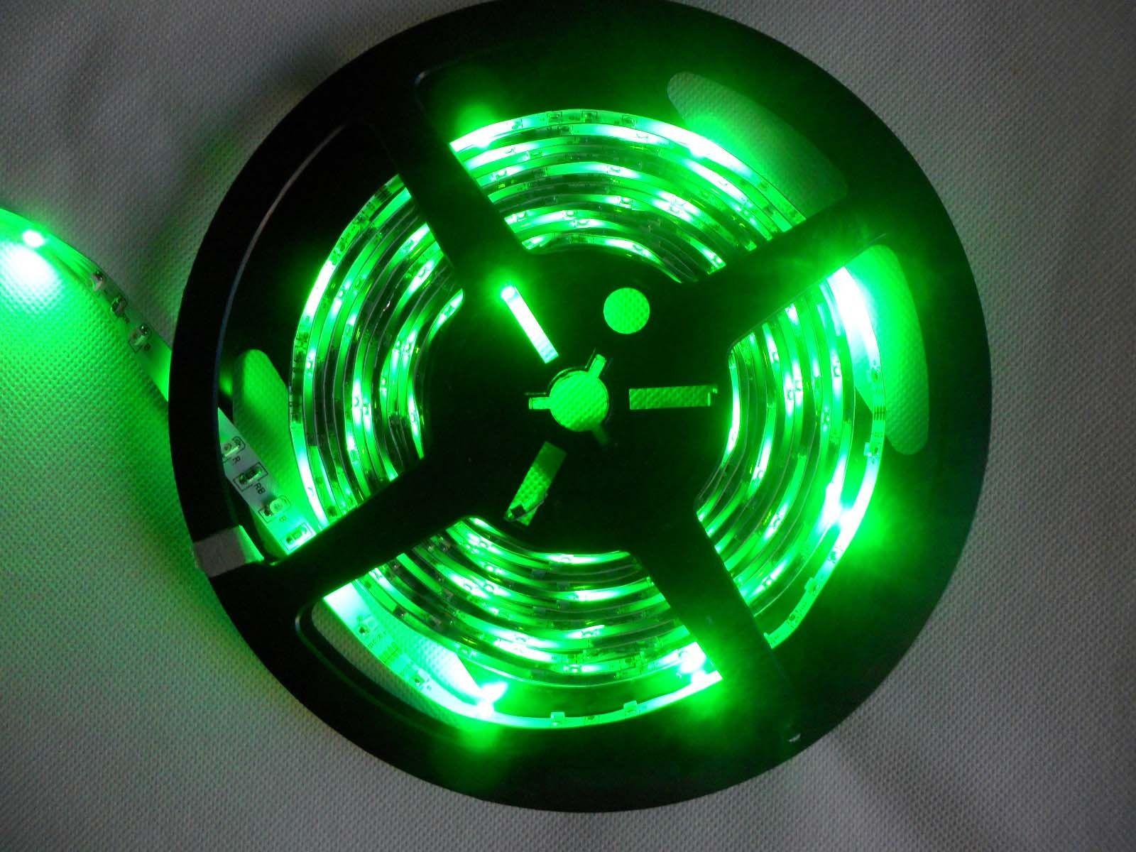 5M RGB 3528 Flexible Etanche 300 Led Bande Lumière + 24 Touches IR Télécommande + EU US UK Adaptateur secteur