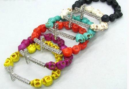 50pcs * Schädel-Korn-Side Wege-Kreuz-Armbänder seitlich Querarmband-Pick Farbe