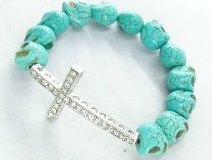 50 stks * Skull Beads Side Manieren Cross Armbanden Zijdelings Cross Armband Pick Color