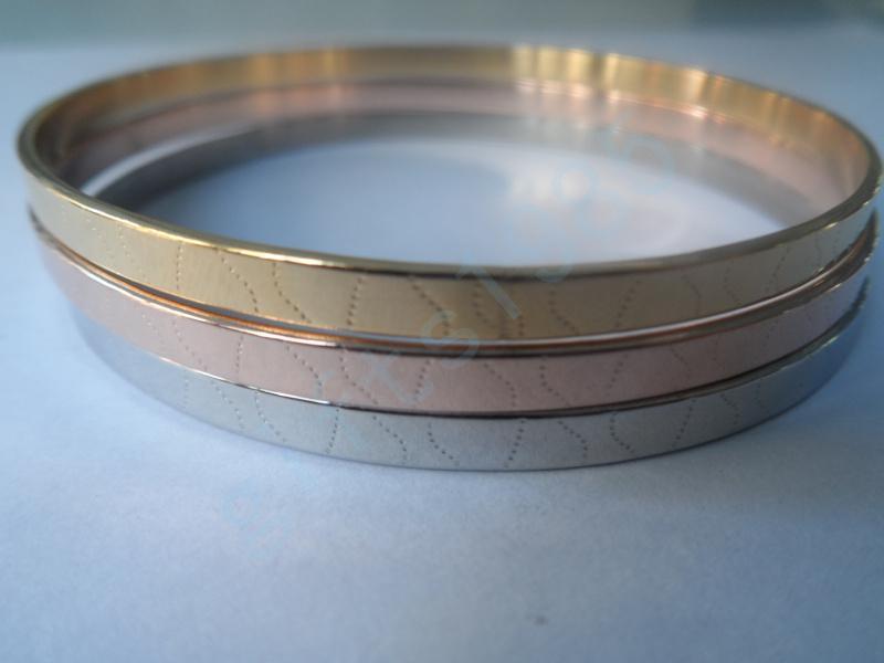 Buen regalo de Navidad para un amigo, combinación de brazalete de tres tonos de acero inoxidable