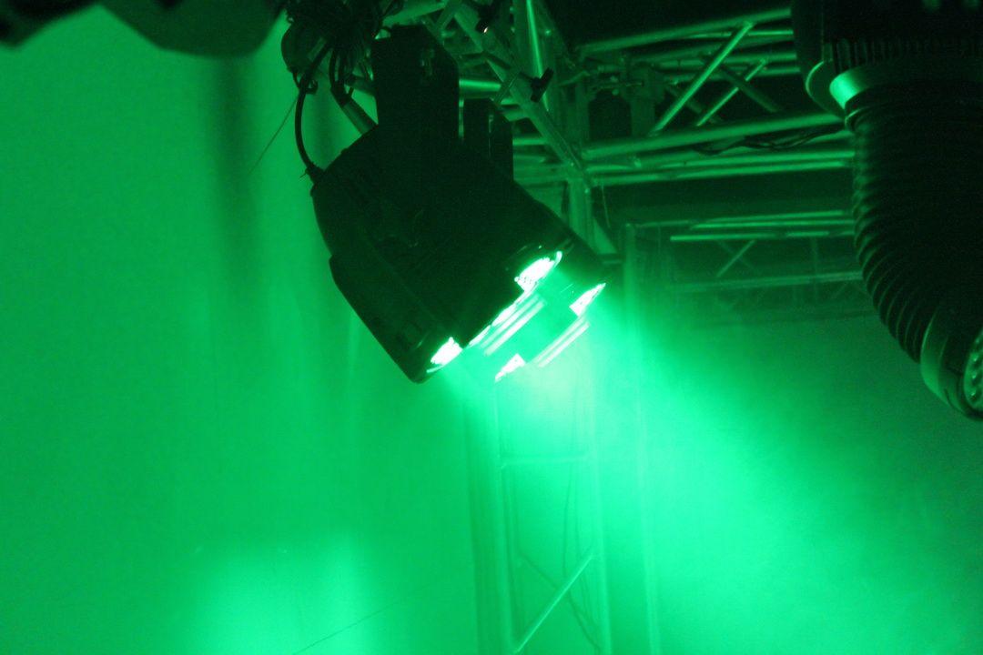 PAR 64 LED PAR Light 18x18W RGBWA + UV 6IN1 LED PAR CAN 64 POUR L'ÉVÉNEMENT DE STOPE DE PARTAGE DJ AVEC UNE FLYCAST