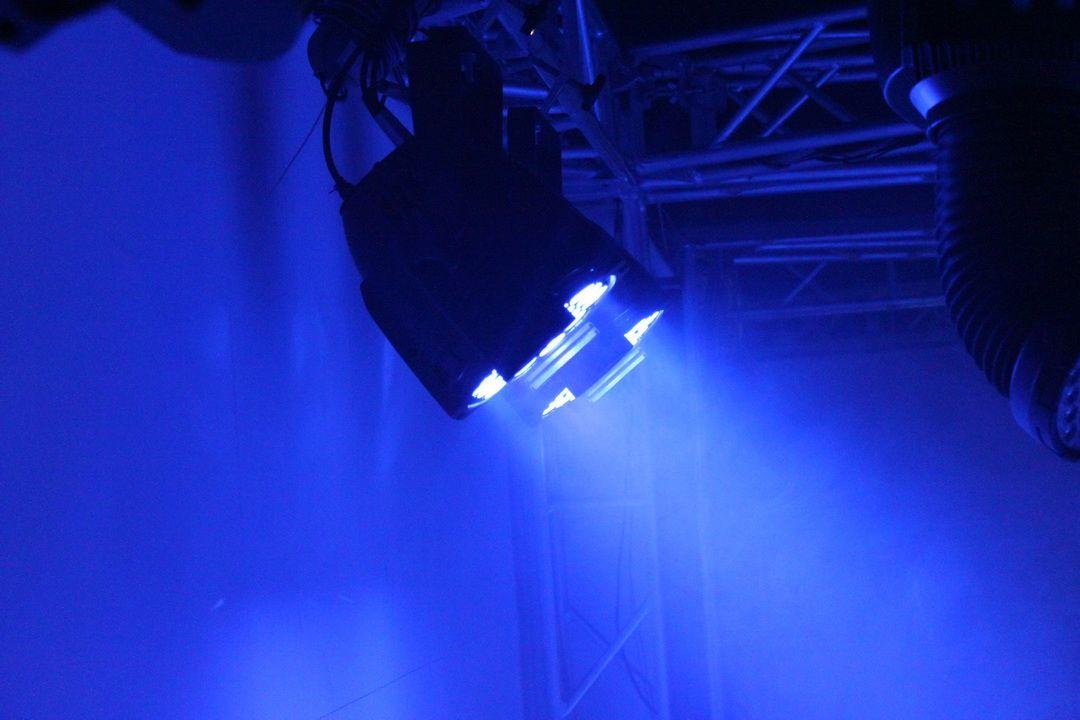 Par 64 LED Par Işık 18x18w RGBWA + UV 6in1 LED Par Can 64 DJ Parti Sahne Olay için 64 Bir Flycase ile 8 adet