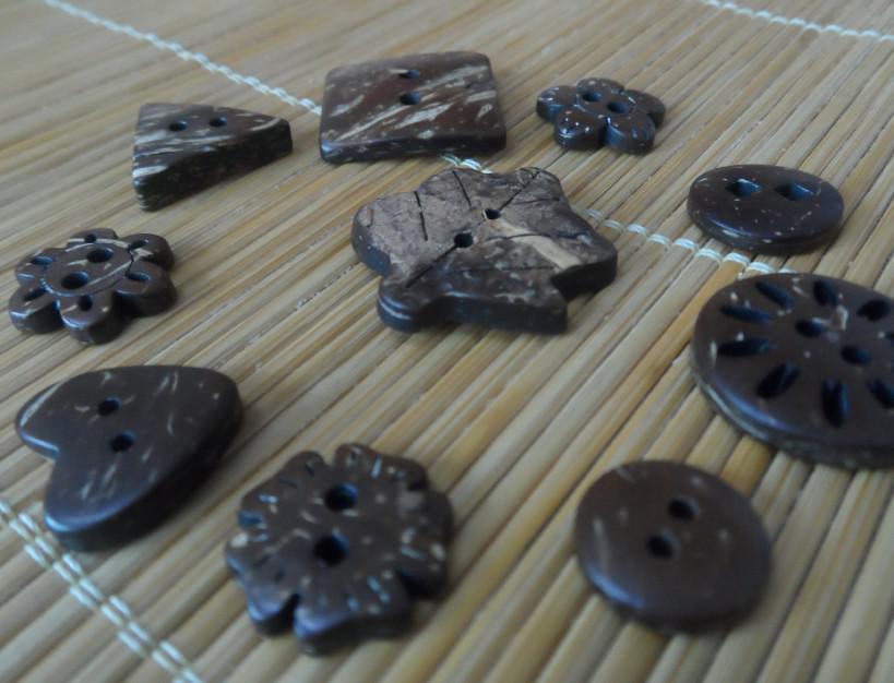 Botones de coco. Botones de venta mixtos. Botones de costura artesanal de madera.