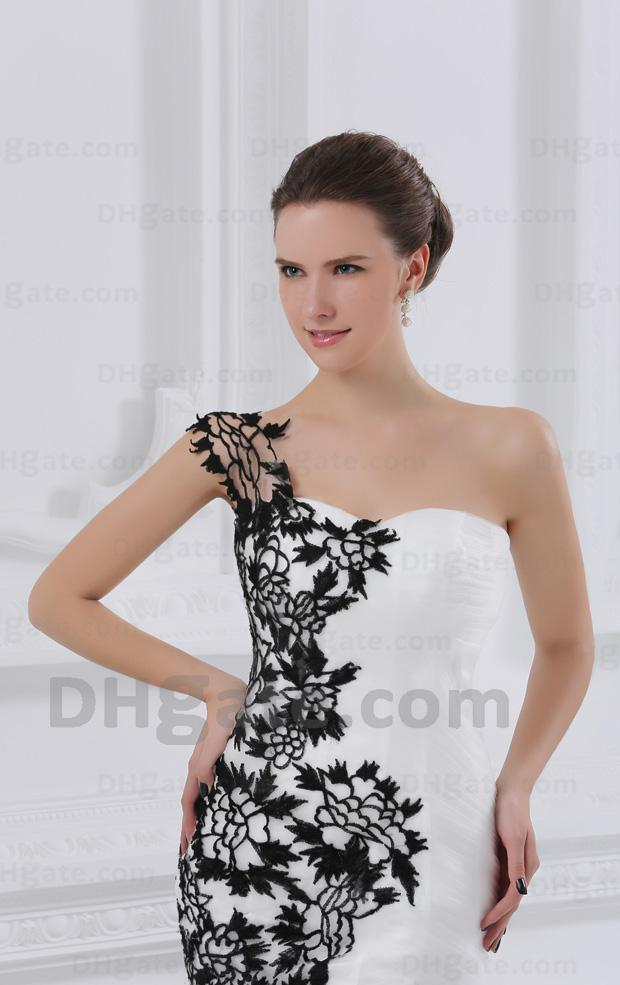 Black and White Wedding Dresses One Shoulder Lace Flowers Fit N Flare Tulle Bridal Gowns 90 dhyz 01