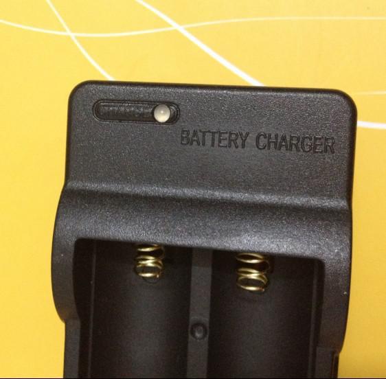 Ultrafire RCR123A rechargeable 3.6V 16340 lampe torche LED Chargeur de batterie
