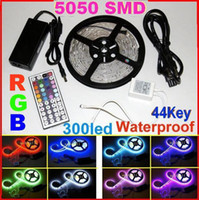 5m 5050 SMD RGB 300 LED Strip Light Waterproof IP65 60led / m + 44 touches Télécommande IR + alimentation