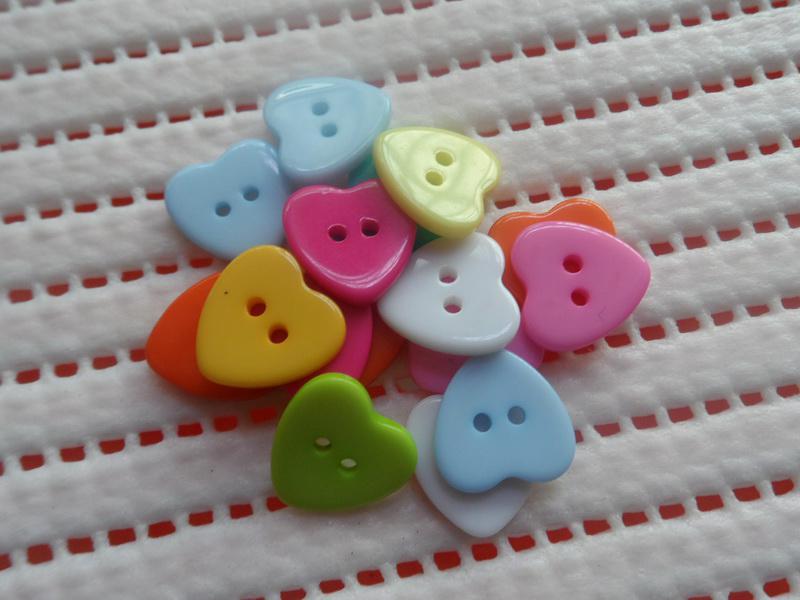 Multi-tone hjärtformade knappar Barnkläder och påsar Små tillbehör DIY Tools