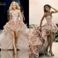 feder chiffon abendkleid großhandel-Sparkly A-Linie Trägerlos Feather Tulle Short Front und Long Back Prom Dresses CBD099