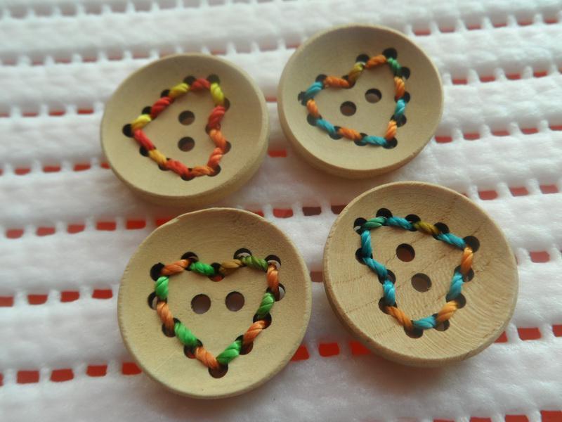 Neue hochwertige Holzknöpfe handgefertigte gestickte herzförmige Muster frei Haus