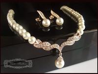 ingrosso orecchino di goccia della lacrima nuziale-Set gioielli in oro con collana e orecchini a goccia in cristallo placcato oro con perla e strass