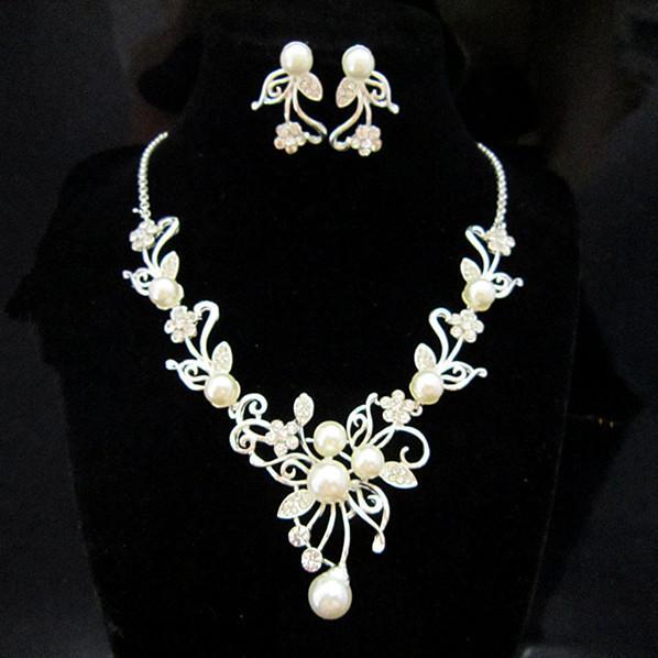 Silver Tone Rhinestone Crystal Flower Wedding Drop Halsband och Örhängen Set