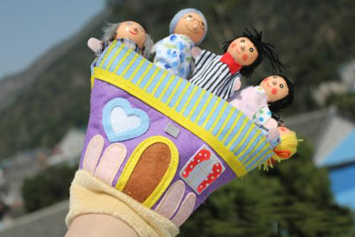 best selling Baby Finger Toys Cloth Puppet Finger toy Kid Puppets Talking Props Wood Fingers Doll Xmas Gifts