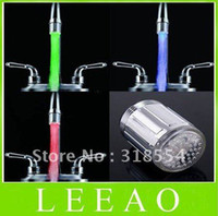 Free FedEx Ship 150pcs / lot Nueva forma de agua de 3 colores de brillo toque LED Faucet Light Temperature Sensor
