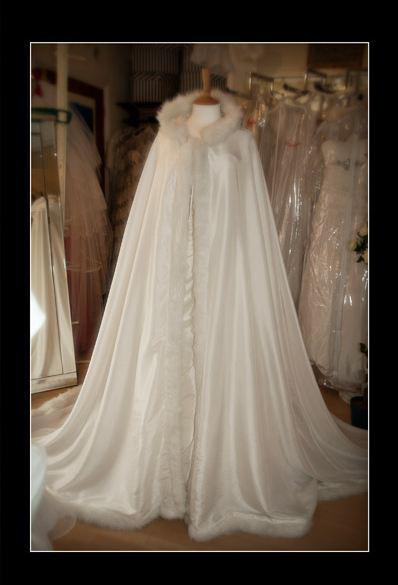 Bra pris Vit Vinter Gorgeous Hooded Bröllopsklänningar för Bridal Cape WDC002