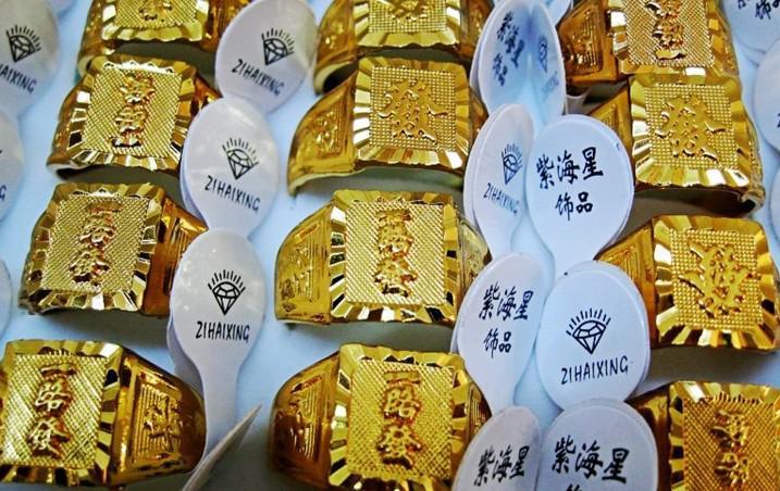 50pcs * aleación con chapado en oro anillos de oro de los hombres estilo mixto anillo de oro de moda anillo de oro