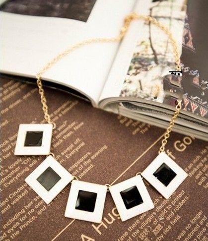 Collier tour de cou carré Grometry Bijoux pour femmes métal plaqué or Black White Enamel