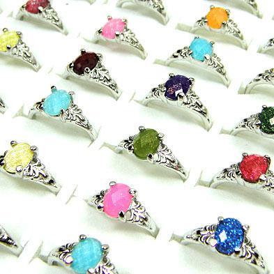 gros bijoux beaucoup de acrylique avec des bagues de mode plaqué argent taille de mélange
