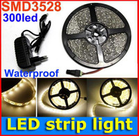 5M 60LEDs / m SMD 3528 flexível LED Light Strip impermeável 300 luz de corda de LED Branco Quente com 12V / 2A Power Adapter envio GRATIS