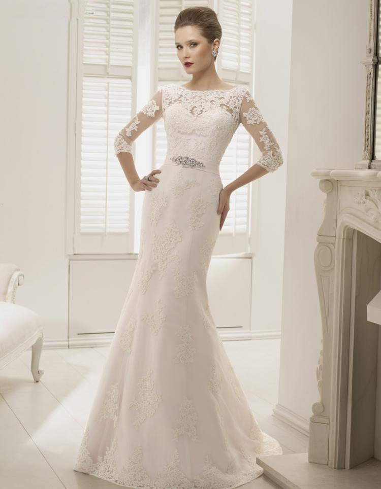 Wedding dress with sleeves and lace