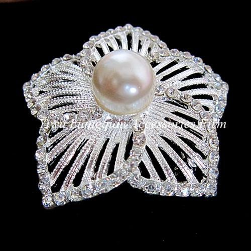 SILVER TONE LARGE FLOWER DESIGN RHINESTONE CRYSTAL AND CREAM PEARL CENTER BRIDAL BROOCH