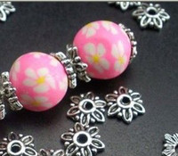 conclusions perle achat en gros de-Chaud! Fleur mignonne en alliage de zinc Bouchons de perle Résultats de bijoux Composants 8mmx8mmx2.5mm 500Pcs / lots Argent antique