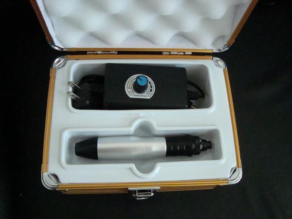 Electric Derma Stämpel Derma Pen Vibrerande Pen Microtitanium Nål med 24 st nålarpatroner