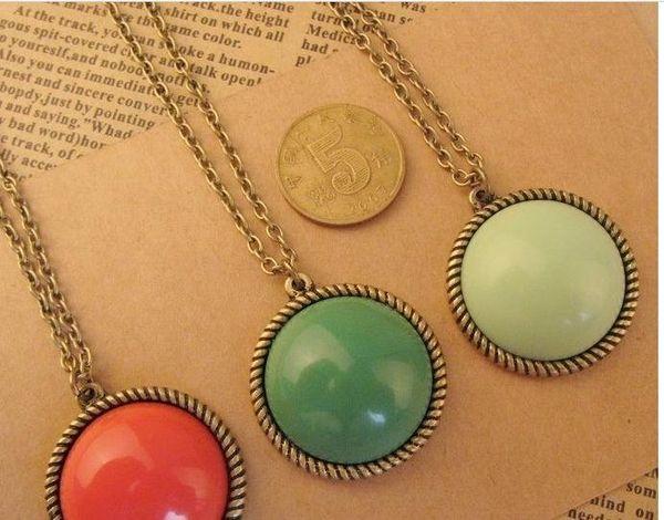 N1066 colliers rétro populaire pour les femmes vert / rouge / fruit vert forme ronde pendentif t-shirt chaîne J / B