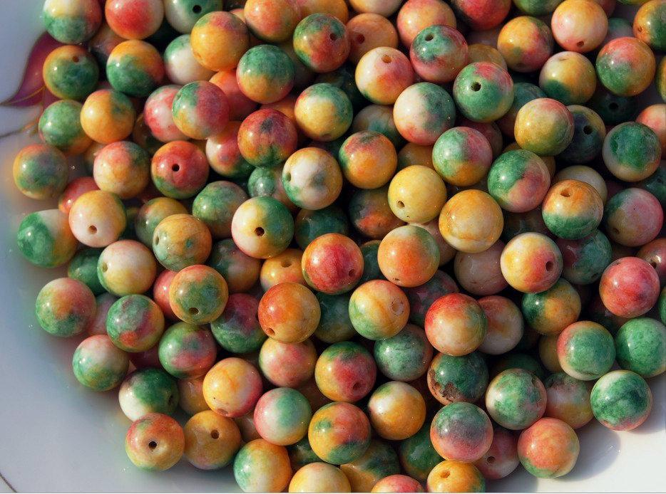 Polikromatik yeşim boncuklar, yaklaşık 10 mm çapında 40 paket