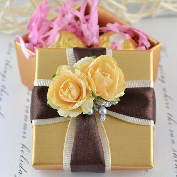 100 개 리본 플라워 장식을 가진 금 사각 상자 결혼식 호의 선물 보석 상자