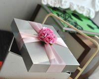 фиолетовые коробки для олова оптовых-Металлическая коробка олова свадьба конфеты коробки жести ленты цветы большой размер 9.5*7.5*6 мм Розовый Синий Фиолетовый