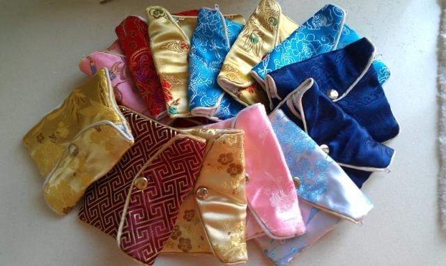 安く小さなジュエリーの袋のジッパーギフトの袋の結婚指輪のバッグ中国のシルク生地ミニ包装袋卸売100ピース/ロットミックスカラーフリー