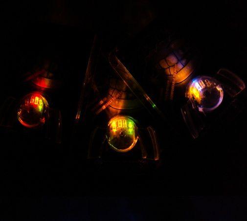 LIGHT UP LED LAMPEGGIANTE PEZZO MULTI COLO RAVA FAVORI PARTY GLOW BLINK