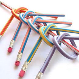 Crayon doux d'amusement flexible souple du prix bas 18cm avec la gomme jouets cadeaux prix enfants école 100pc / lot ? partir de fabricateur