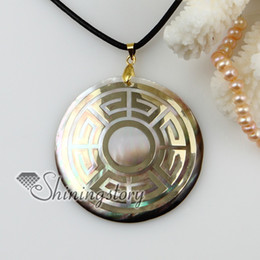 Mother Pearl Sea Canada - round sea water black oyster shell mother of pearl goldleaf pendatns leather necklace jewelry Mop60065 high fashion jewellery
